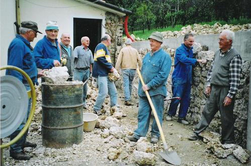 Ass naz alpini sez conegliano 2006 gruppo di refrontolo for Gruppo bullone muro